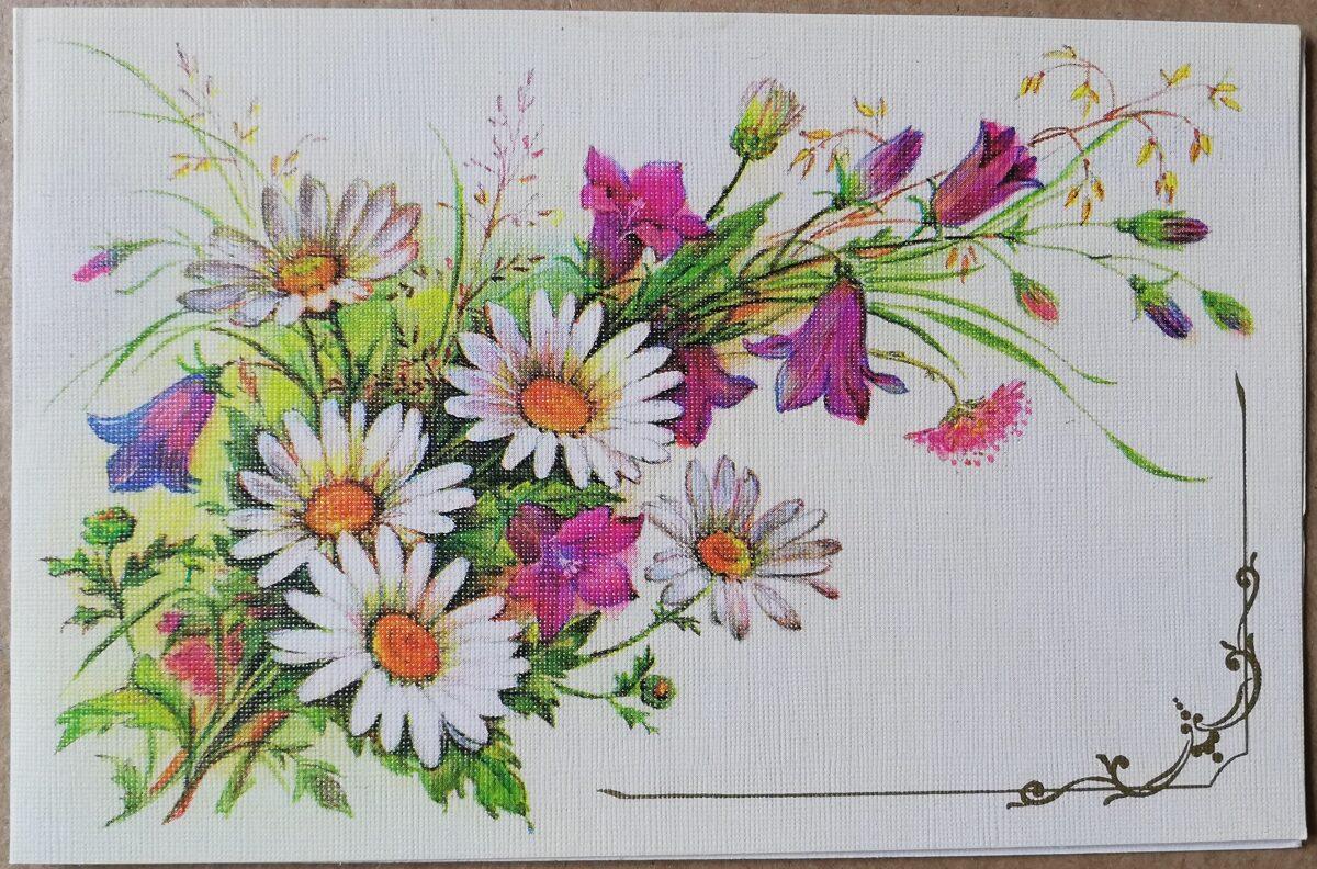 """Apsveikuma pastkarte """"Ziedi"""" 1988. gada 14x9 cm. Māksliniece L. Bodrihina."""