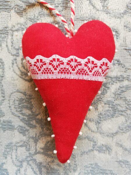 """Ziemassvētku eglītes rotaļlieta """"Mežģīņu sirds"""" 10 cm."""