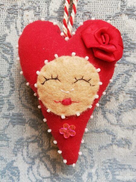 """Ziemassvētku eglītes rotaļlieta """"Smaidīga sirds"""" 10 cm."""