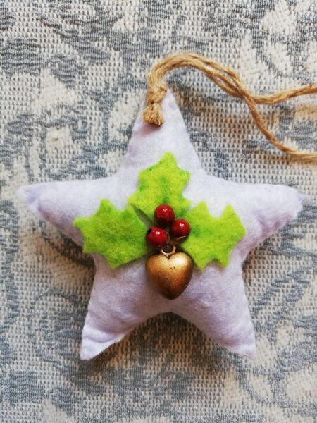 """Ziemassvētku eglītes rotaļlieta """"Āmuļa balta zvaigzne"""" 7,5 cm."""
