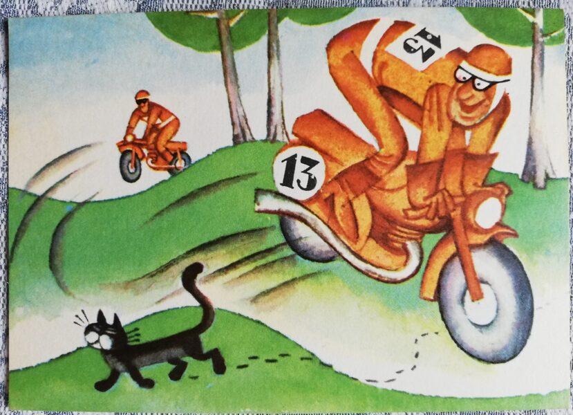 """Humoristiska PSRS atklātne """"Māņticības ieskauts motociklists"""" 1972. gads 14x10 cm Liesma Mākslinieks Mežavilks"""