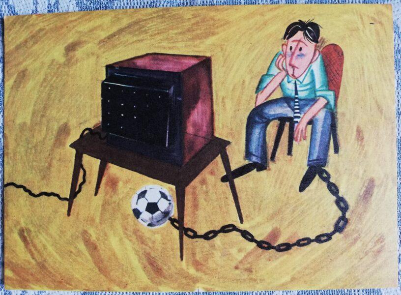 """Humoristiska PSRS pastkarte """"Futbola pasaules kausa ķīlnieks"""" 1972 14x10 cm Liesma mākslinieks Melgailis"""