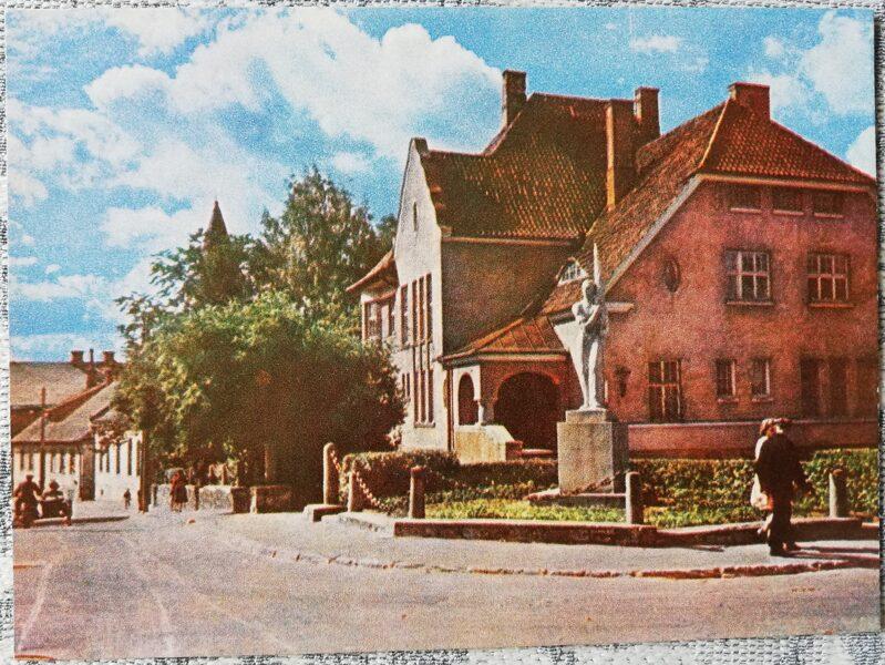 Cesis 1965 Komaunatnes Street 14x10 cm postcard
