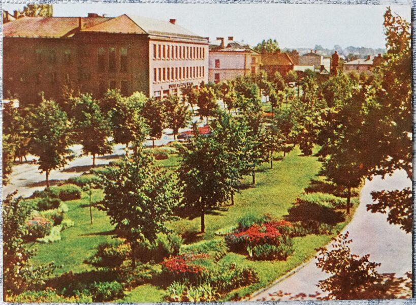 Cesis 1965 Uzvaras Square 14x10 cm postcard
