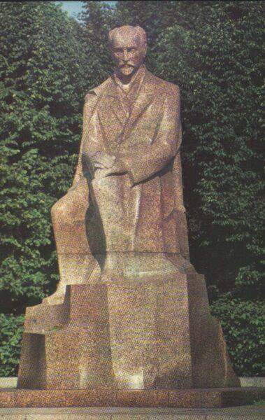 """Latvija. Rīga. 1981. gada pastkarte """"Piemineklis J. Rainim. Komunaru laukums."""" 9x14 cm."""