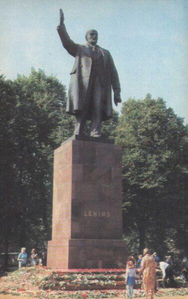 "Latvija. Rīga. 1981. gada pastkarte ""Piemineklis V. I. Leninam."" 9x14 cm."