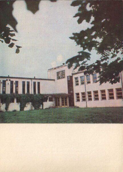 Lietuva. Telši 1975. gada pastkarte. Žemaites vidusskola. 10x14 cm (LT: Telšiai)