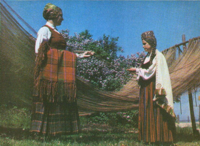 Latvian folk costumes. Kurzeme. Lubezere and Mersrags. 1972 postcard 15x10.5 cm Photo by L. Balodis