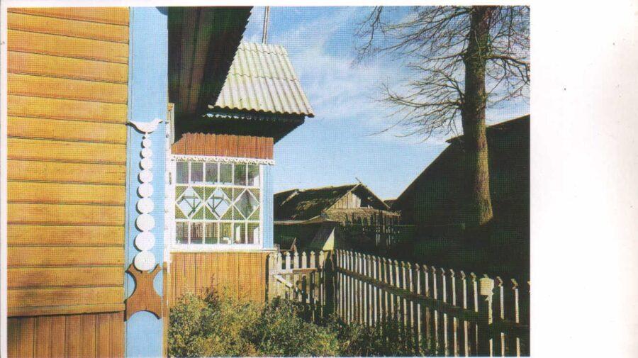 Lietuva. Traķi. 1981. gada pastkarte. Tradicionāla mājas dekorēšana ar kokgriezumiem. 16,5x9,5 cm
