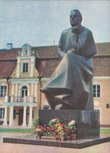 Lietuva. Kauņa. 1981. gada pastkarte. Piemineklis lietuviešu dzejniekam Maironim. Tēlnieks Gediminas Jokubonis. 10x13,5 cm