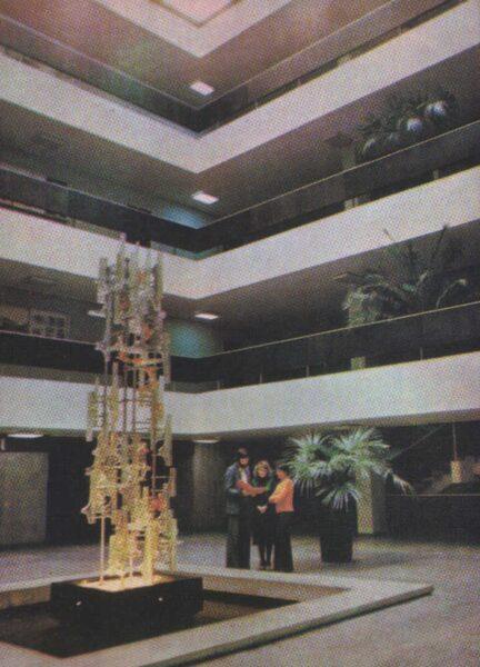 Lietuva. Kauņa. 1981. gada pastkarte. Vitrāžas logs Celtniecības institūta Kauņas filiālē. 10x13,5 cm Br. Baltrušaičio